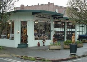 Exterior of a small independent business in Port Townsend, Forest Gems Gallery