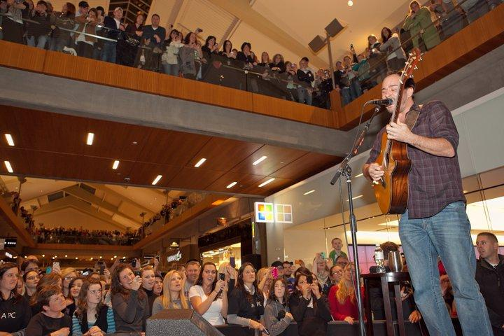 Dave Matthews offers a surprise concert at the opening of the new Microsoft store at Bellevue Square on Thursday, Nov. 18, 2010.