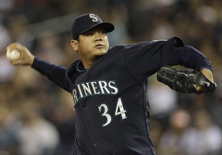 Mariners pitching ace Felix Hernandez has won the American League Cy Young Award despite his 13-12 record.