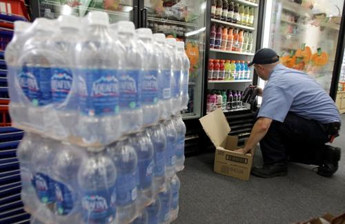 Chris Shook, a driver with Harbor Pacific Bottling Inc., makes a delivery of soda and water in Elma, Wash.