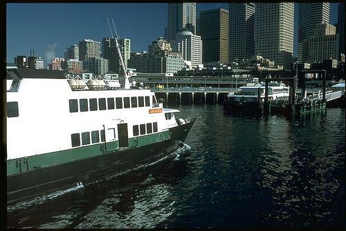 Passenger-only ferry Skagit approaching Pier 50 in Seattle