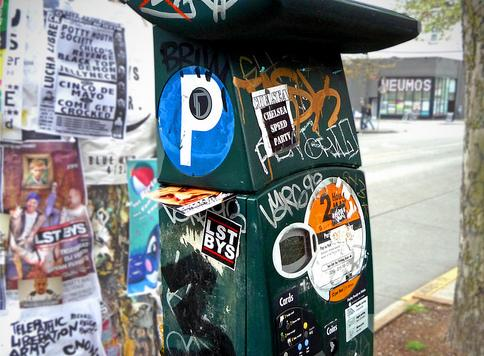 KING5 reports that a glitch in Seattle's parking meters over the last week have left some meters that normally take credit cards for payments sporadically unable to connect, preventing drivers from paying.
