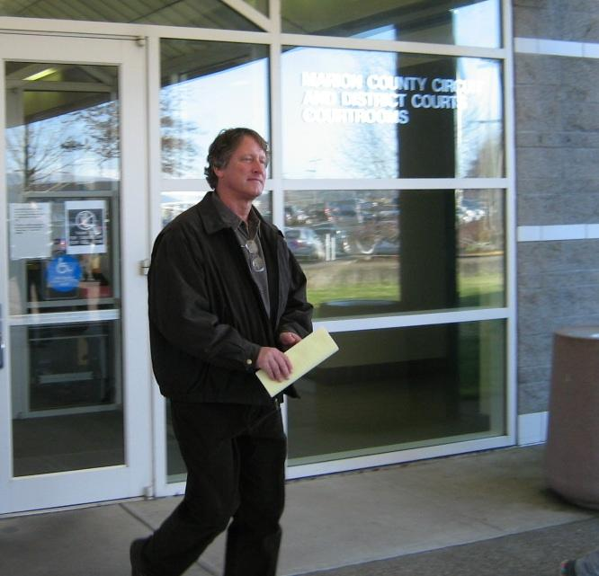 Bill Sizemore leaves court in December 2009 after being indicted on felony tax evasion charges.