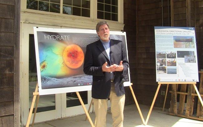 UW Prof. John Delaney describes the plans for the cabled ocean observatory at a community meeting in Pacific City, Ore.