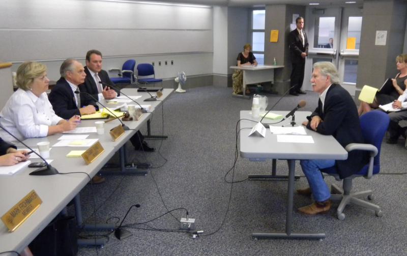 Oregon Governor John Kitzhaber addresses the Oregon Transportation Commission.
