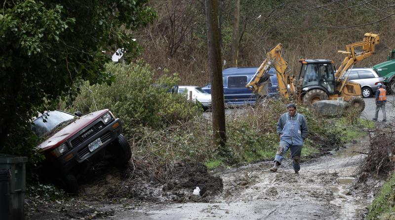 City of Seattle workers clear debris from a mudslide in Seattle's Magnolia neighborhood March 2011, in Seattle. Will La Nina lead to an encore of flooding and slides this year?
