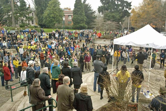 Students and faculty rally against the firing of University of Oregon President Richard Lariviere.