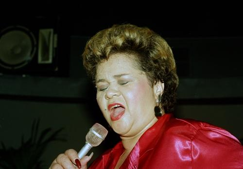 Singer Etta James performs at the Vine St. Bar & Grill in Hollywood on April 6, 1987.