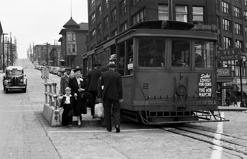 Seattle cable car at Third & Yesler in 1940.
