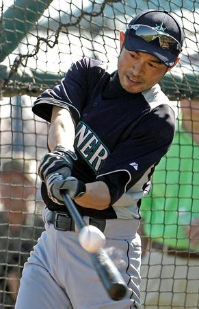 Ichiro Suzuki at batting practice during Mariners spring training in Peoria, Arizona, last weekend.