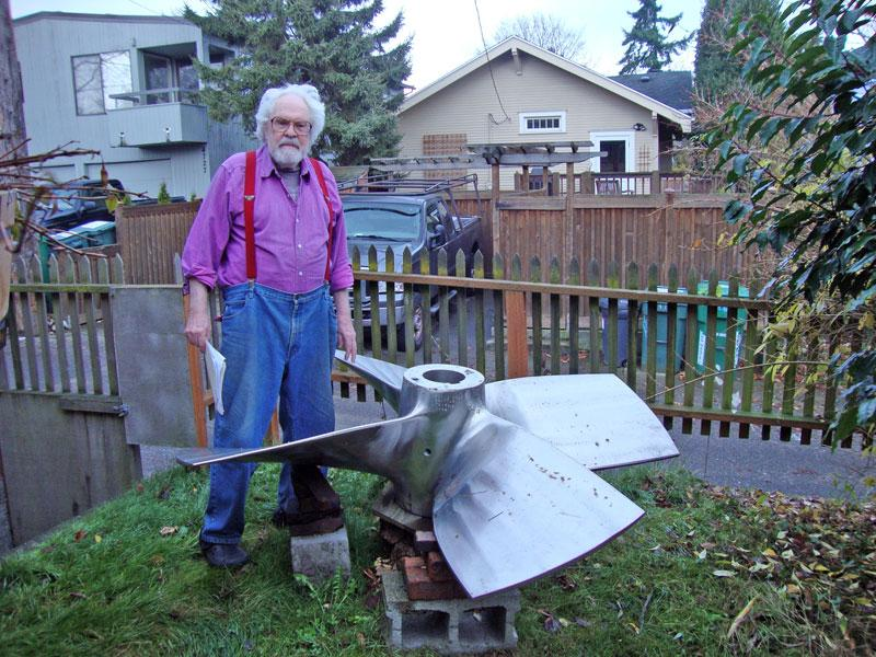 Professor Thiel and the propeller that has been stolen.