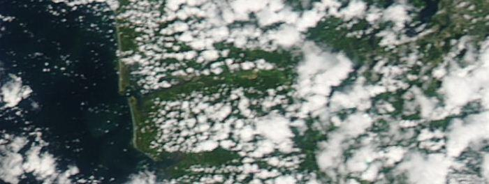 Above is a view of the development of coastal clouds as seen from the polar-orbiting MODIS satellite looking along the central Washington coast. You can see that the coastline is free of clouds.