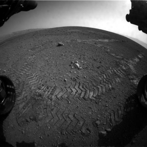 Curiosity's first tracks on the surface of Mars