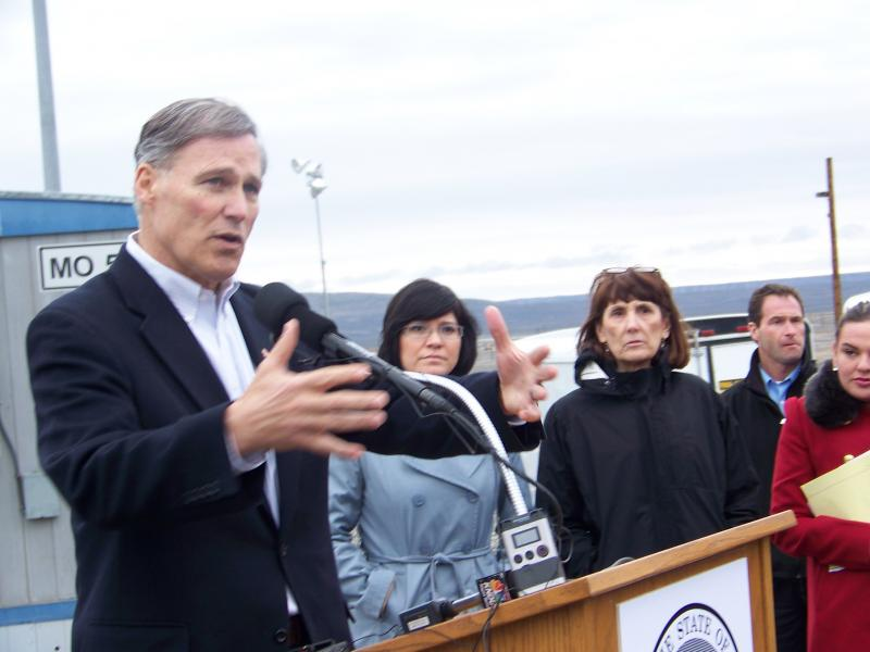 Gov. Jay Inslee addresses journalists at the Hanford Nuclear Reservation on March 6, 2013.