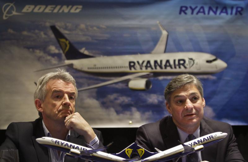 Michael O'Leary, left, CEO Ryanair, and Ray Conner, President and CEO Boeing, hold a press conference on Tuesday, March 19, 2013 in New York.
