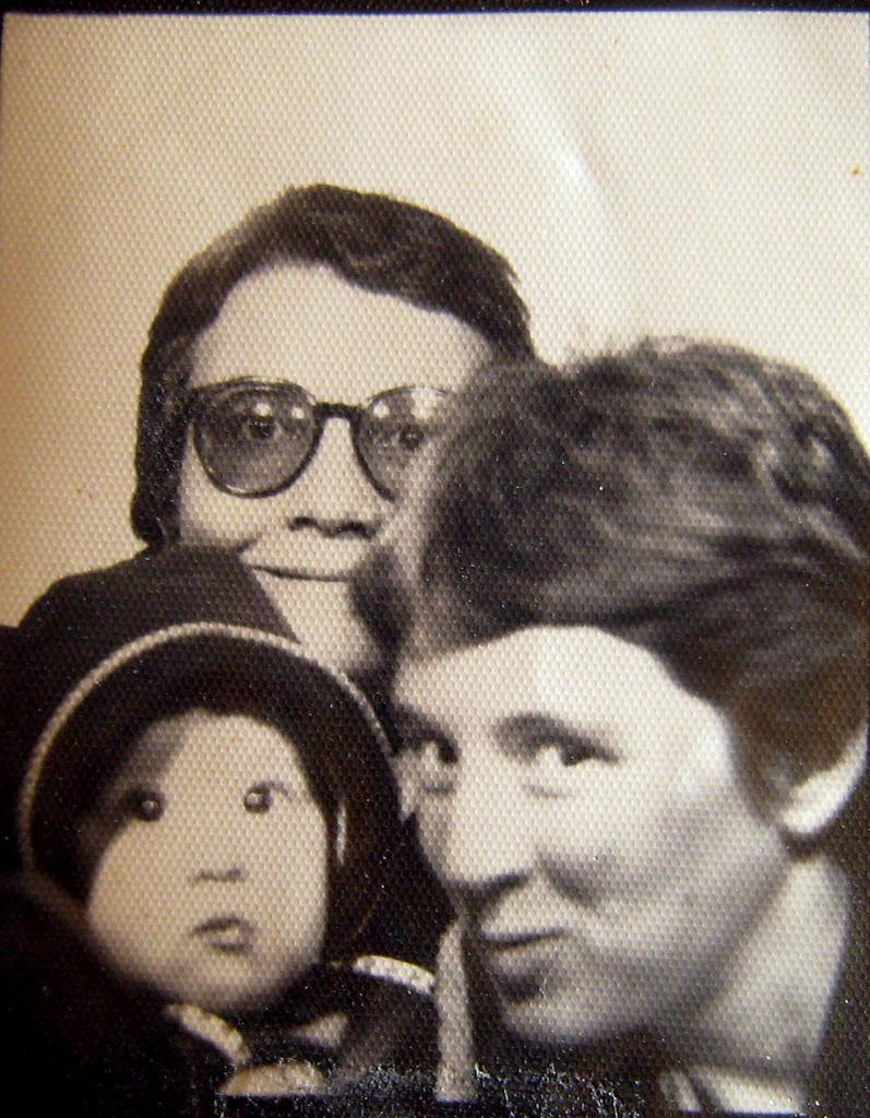 Drew and her moms in 1984.