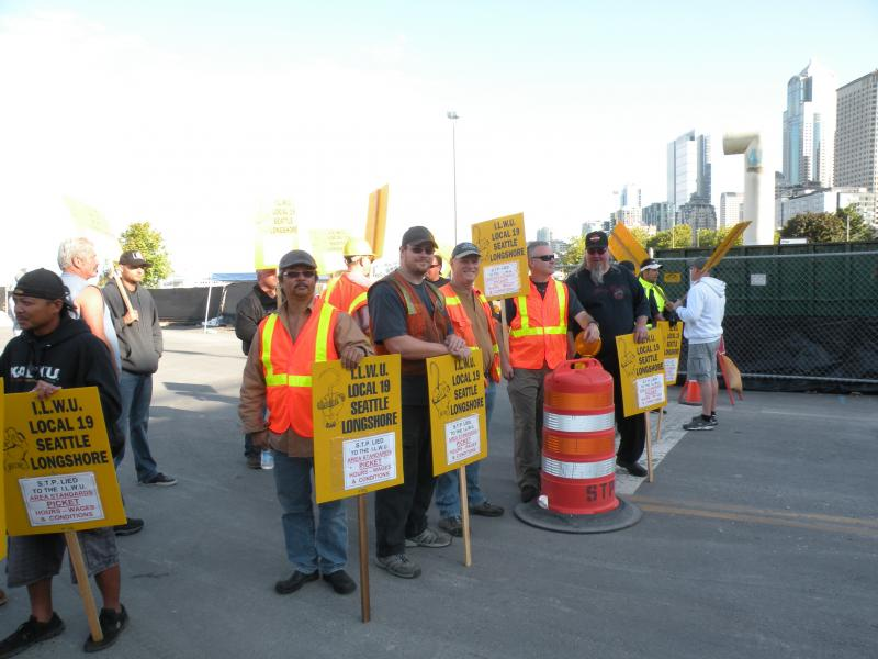 Longshoremen picket at the site of Seattle's deep-bore tunnel project