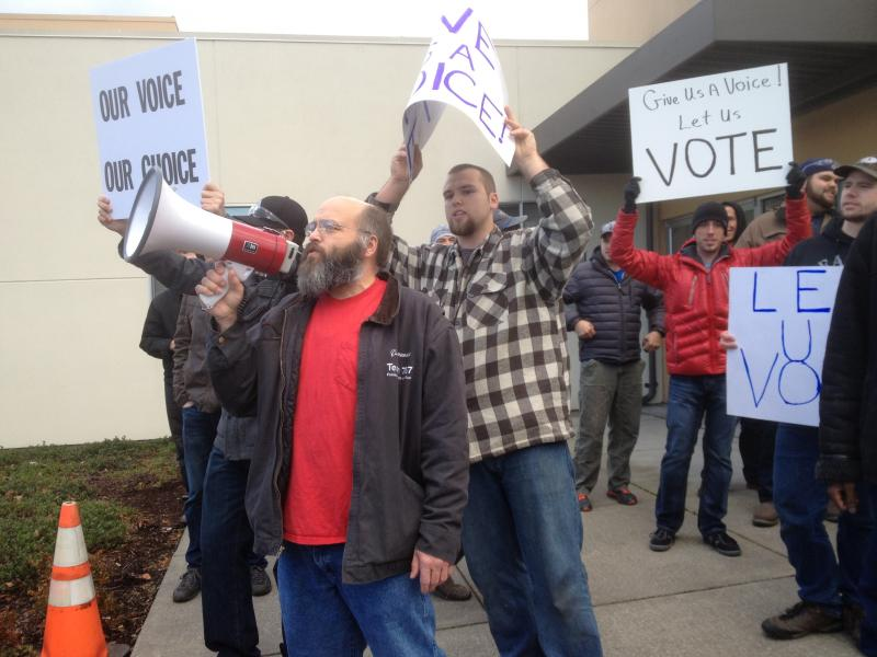Machinists rally to urge their union to bring the offer to a vote