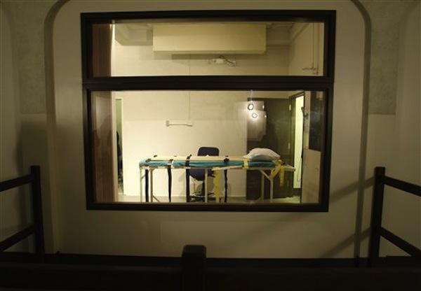 The execution chamber at the Washington State Penitentiary is shown as viewed from the witness gallery, in this Nov. 20, 2008, file photo, in Walla Walla, Wash.