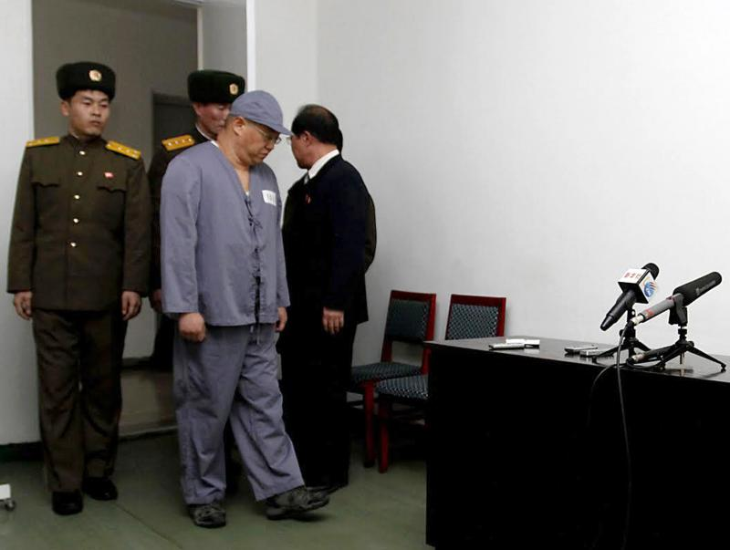 American missionary Kenneth Bae, second from right, arrives to speak to reporters at Pyongyang Friendship Hospital in Pyongyang Monday, Jan. 20, 2014.