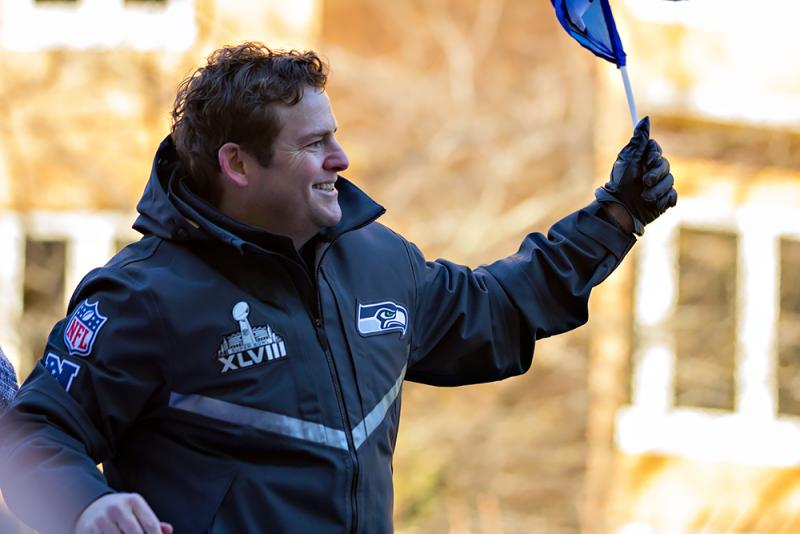 Seahawks general manager John Schneider waves at the crowd.