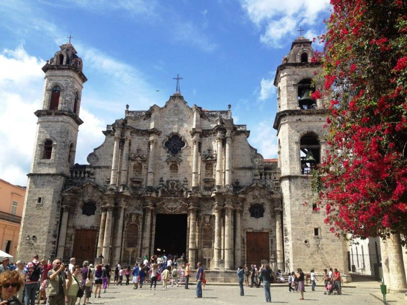 San Cristobal Catedral, with the Plaza de la Catedral in the foreground.