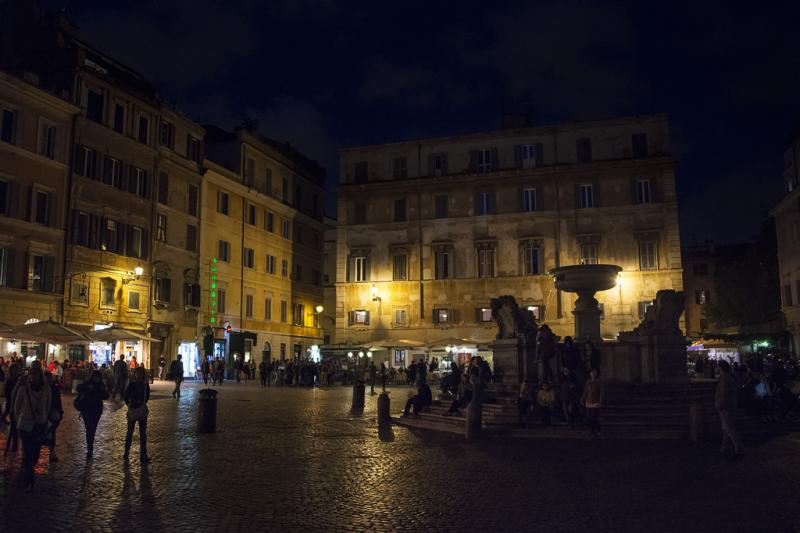 At night, the Piazza di Santa Maria is a good place to have a nice dinner, full of local restaurants.