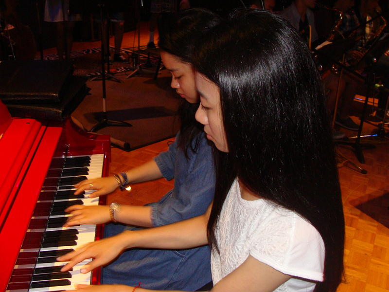 Pianists Shirley Chen and Christine Yang