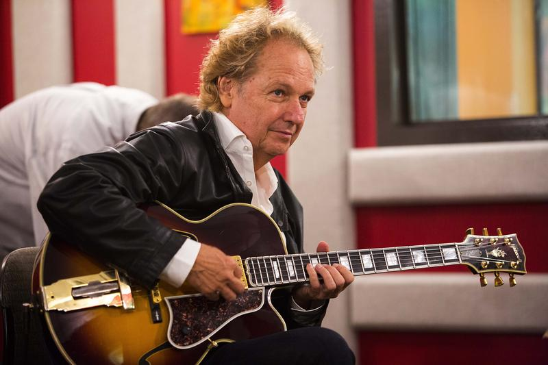Lee Ritenour along with Dave Grusin played a special set at the KPLU studio in Seattle.