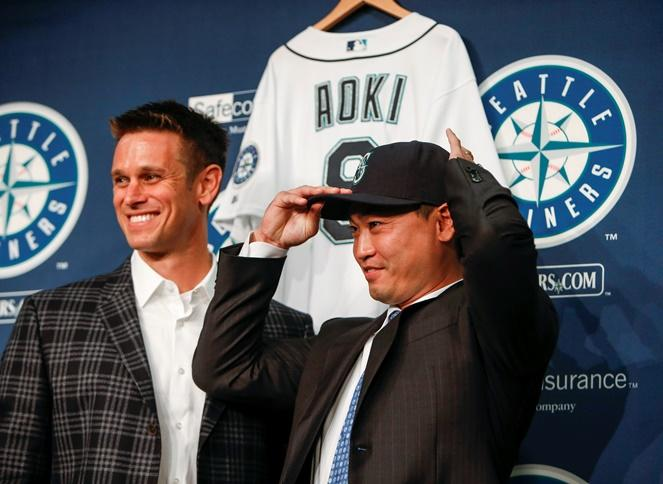 New Mariners outfielder Nori Aoki, right, poses for a photo with general manager Jerry Dipoto during a news conference Thursday, Dec. 3, 2015, in Seattle. Aoki is one of many new players fans will be watching next season.