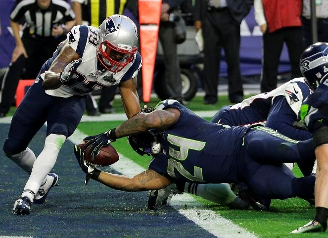 Marshawn Lynch dives into the end zone for a touchdown during the first half of NFL Super Bowl XLIX against the New England Patriots on Feb. 1, 2015, in Glendale, Ariz.