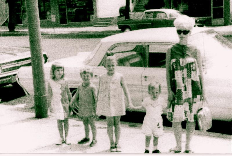 Food writer Nancy Leson (center) as a child with her siblings and mother in Philadelphia.