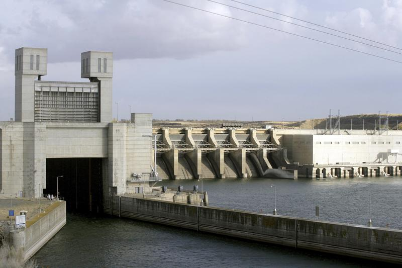 An image from 2006 of the Ice Harbor dam on the Snake River in Pasco, Wash. There is a renewed push to remove Ice Harbor and three other dams on the Snake River to save wild salmon runs.
