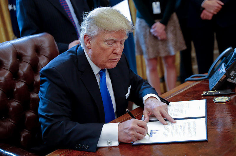 President Trump signed a memorandum related to the oil pipeline industry in the Oval Office on Jan. 24.