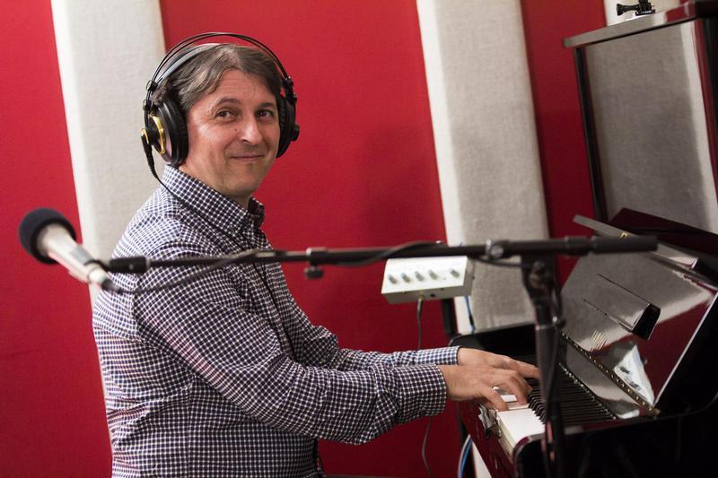 Tamir Hendelman live in the KNKX studios.
