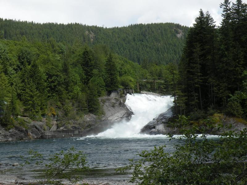 A powerhouse would have been built to the left of Sunset falls, shown here. Snohmish Country PUD said they would not be de-watered, just diminished as with hydro at Snoqualmie or Niagra Falls.