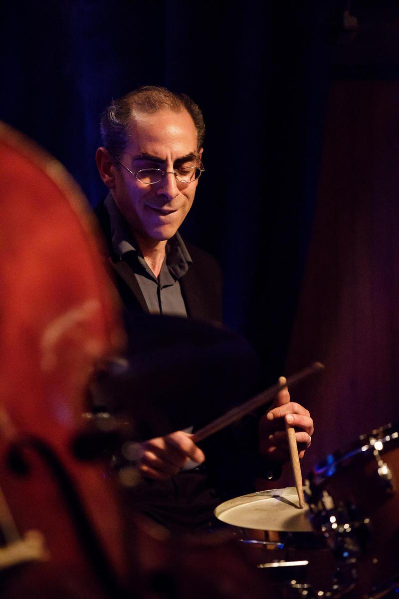 Stefan Schatz on drums.