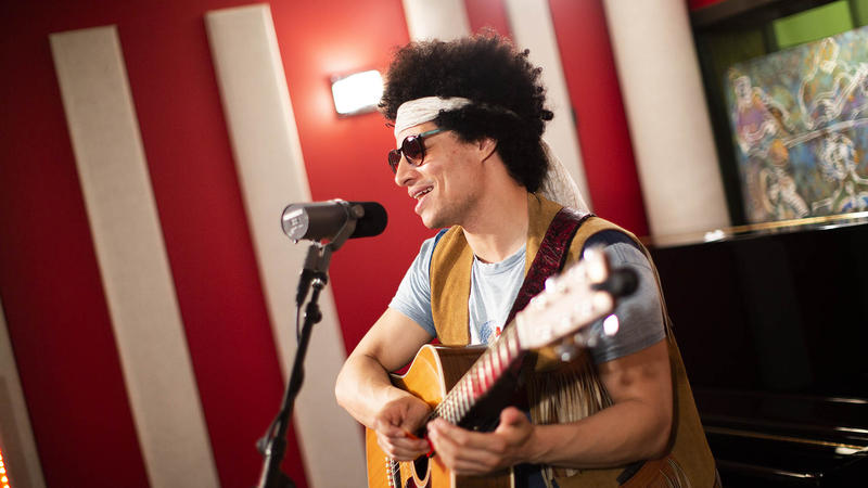 José James Performs Bill Withers