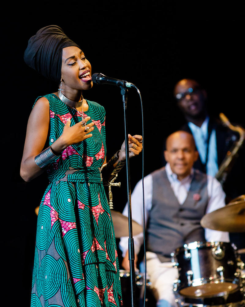 Jazzmeia Horn at Jazz Port Townsend, with Marcus Baylor and Tim Warfield in background.