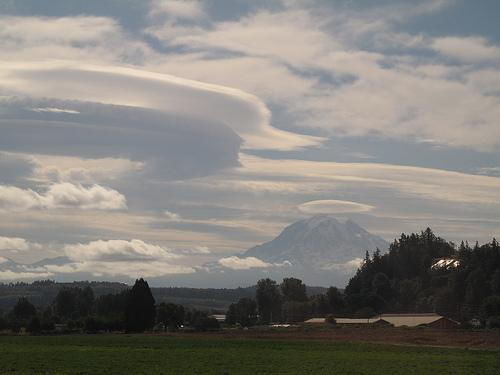 Lenticular clouds make Mt Rainier's classic crown