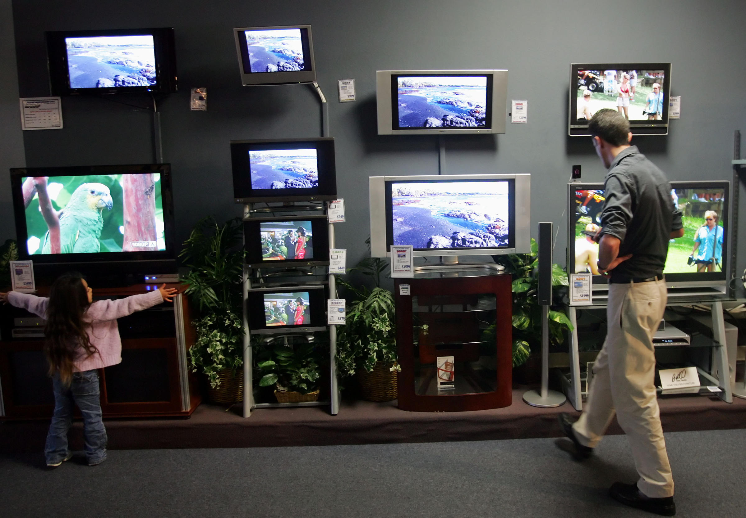 World's Biggest TV is a Custom-Made, $1.6 Million 370-Inch ...