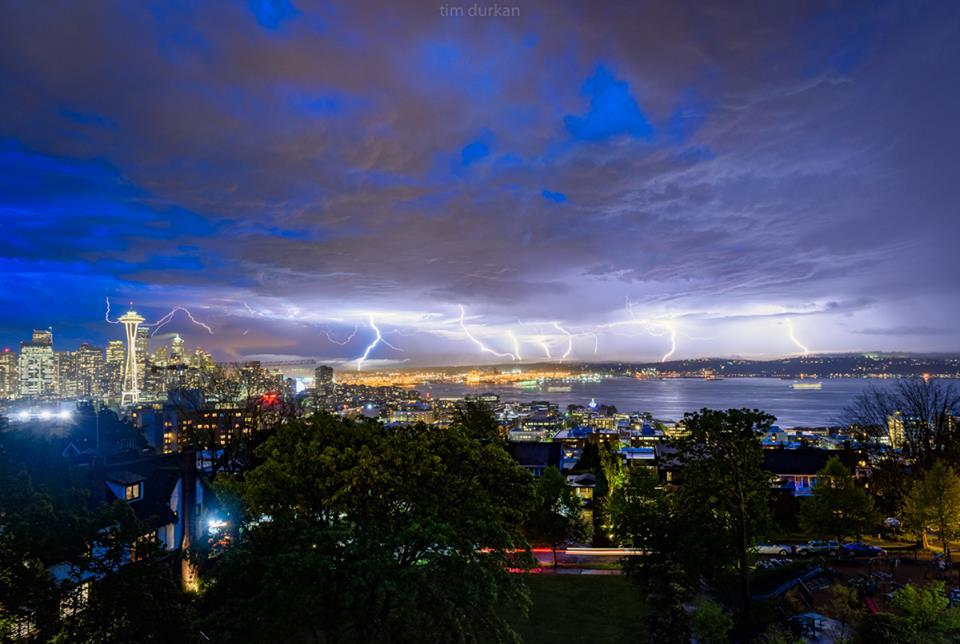 Amazing Lightning In Seattle Powered By Extraordinary Moisture