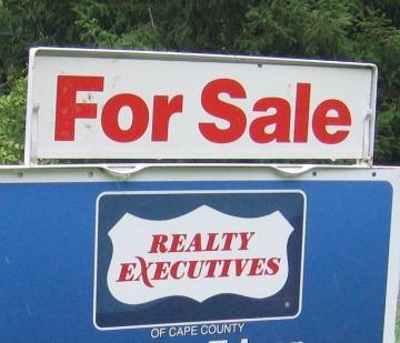 A for sale sign in Cape Girardeau, Missouri