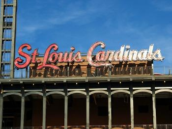 St.Louis Cardinals take a 2-1 lead 2-1 in the series by beating the Nationals 8-0 Tuesday.