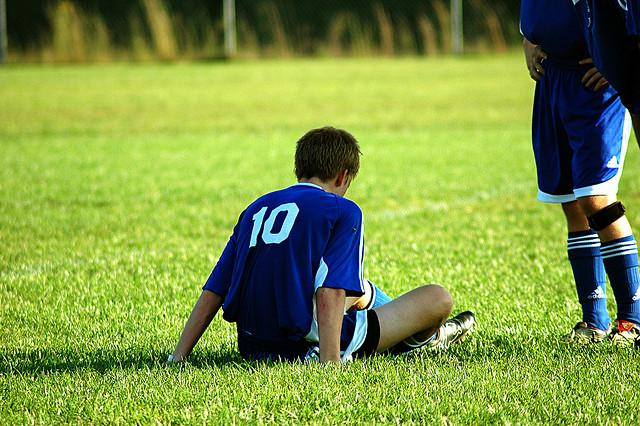 Adolescents experience symptoms of concussion differently.