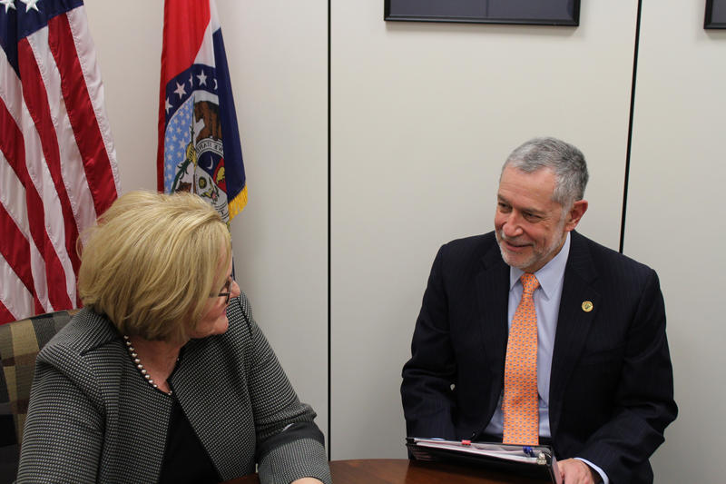 Dr. Carlos Vargas meets with Senator Claire McCaskill