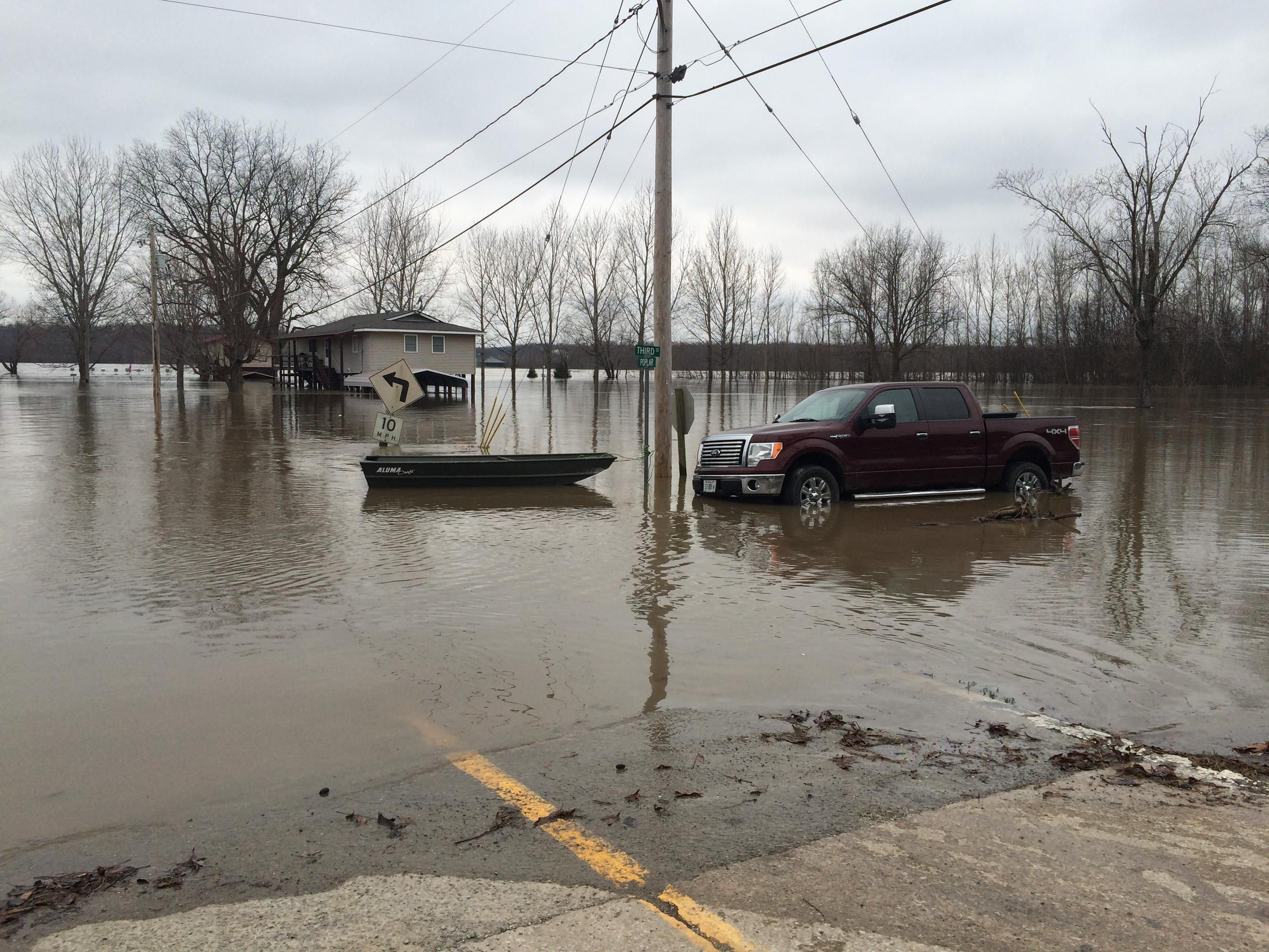 Illinois alexander county thebes - Water Levels Were So High That Even The House On Stilts Flooded In Thebes Illlinois On Wednesday Dec 30 2015