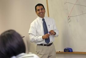 Benjamin Widner, an associate professor in the New Mexico State University College of Business Department of Economics, Applied Statistics and International Business, teaches courses in the Doctor of Economic Development program. (NMSU photo by Robert Yee)