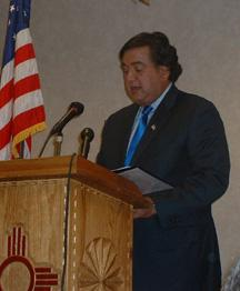 Richardson announces his plans in a conference at the Mesilla Valley Inn.
