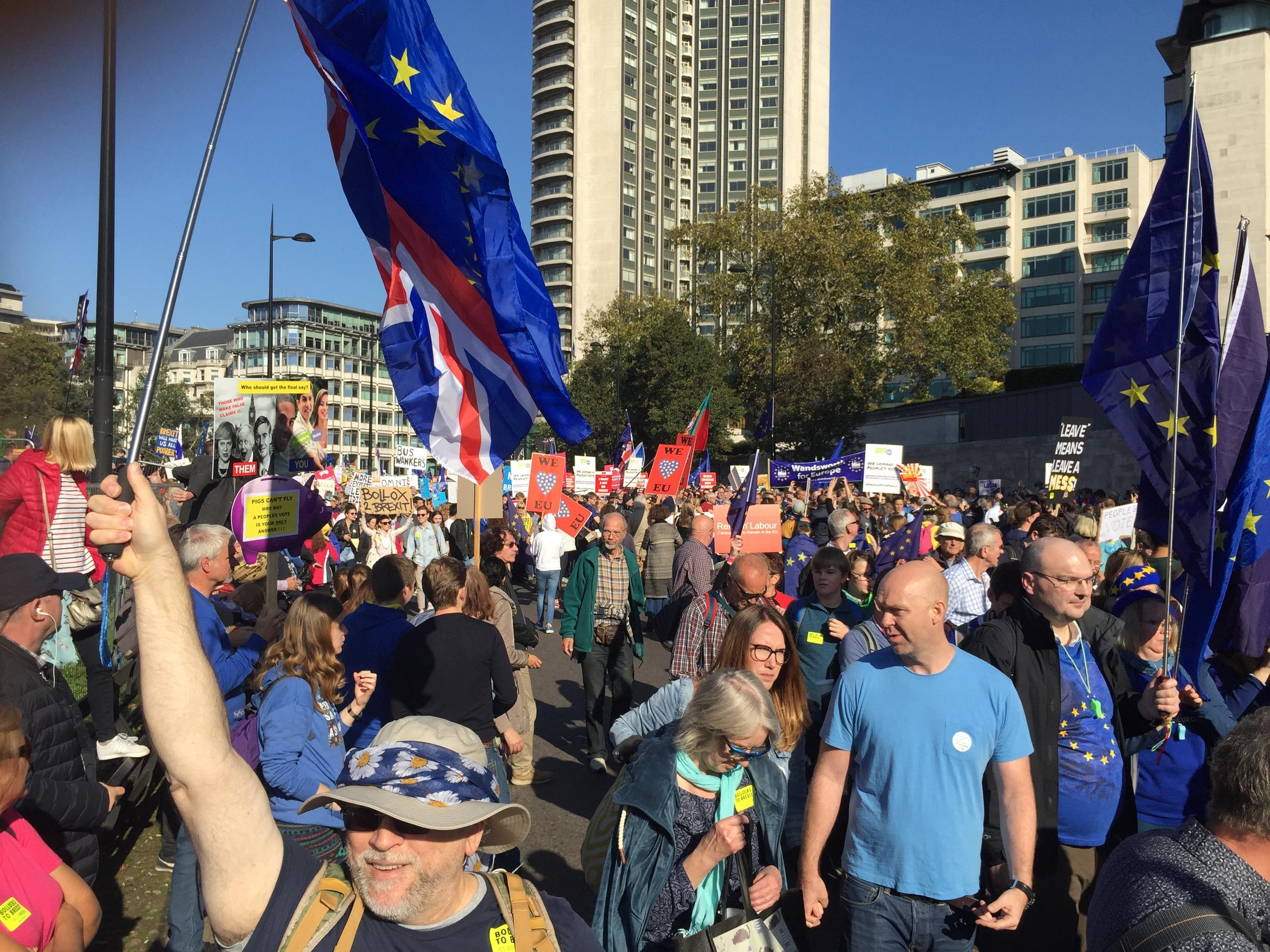Hundreds of thousands march in London demanding a second Brexit vote